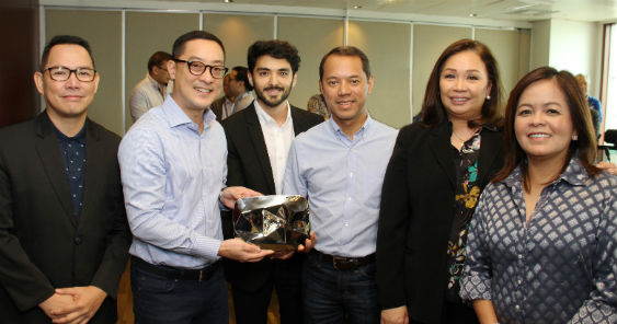 the_unboxing_of_abs-cbns_youtube_diamond_creator_award_with_l-r_richard_reynante_carlo_katigbak_youtubes_pablo_mendoza_mark_lopez_cory_vidanes_ging_reyes_563.jpg